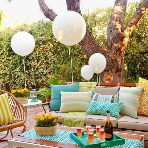 Outdoor party guide backyard bash alma co alma co for Backyard party decoration ideas