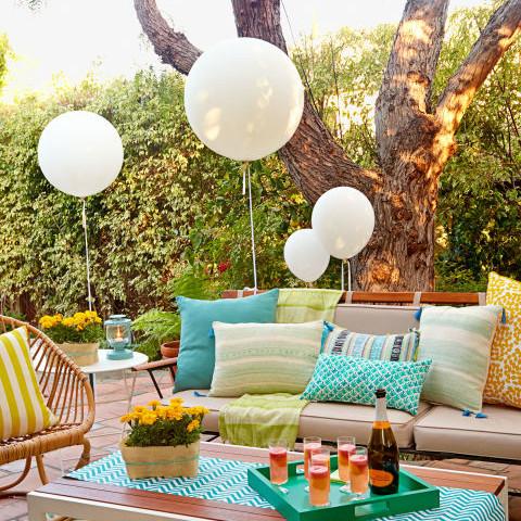 Outdoor party guide backyard bash alma co alma co for Party entertainment ideas adults
